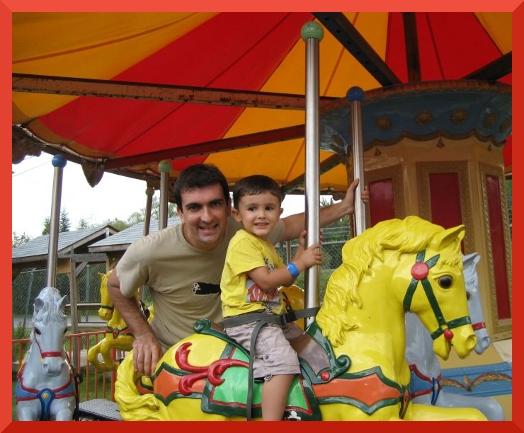 sur le carrousel avec Papa
